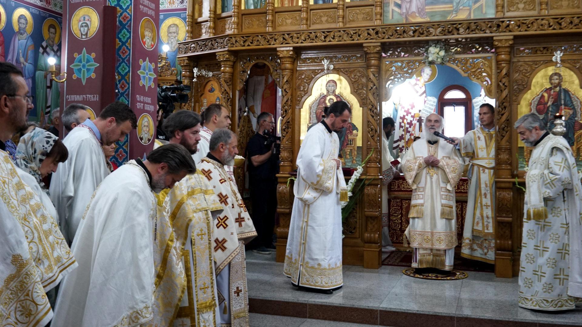 Gottesdienst mit dem serbisch-orthodoxen Patriarchen Irinnen Gavrilovic (am Mikrofon)  | © Vera Rüttimann